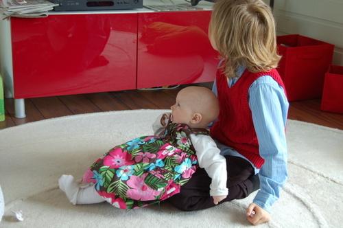 William og Annabelle ser på TV