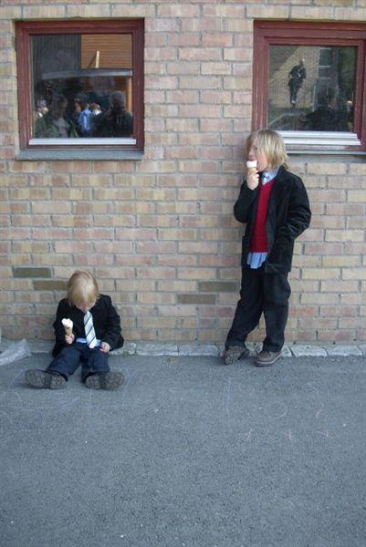 Guttene mine spiser is og er slitne